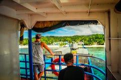 Être prêt pour que le ferry parte image stock