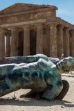 Ícaro caído, templo de Concordia, Agrigento, Sicília fotografia de stock royalty free