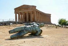 Ícaro en el templo de la concordia Sicilia imagen de archivo