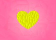 Ícone amarelo do coração do polígono com fundo cor-de-rosa Imagem de Stock Royalty Free