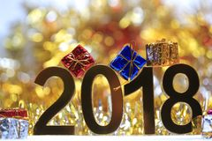 Ícone 2018 3d digital dourado com caixa de presente Imagem de Stock Royalty Free