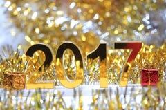 Ícone 2017 3d digital dourado com caixa de presente Foto de Stock Royalty Free