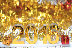 Ícone 2016 3d dourado com caixa de presente Fotos de Stock Royalty Free