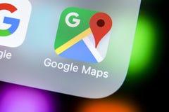 Ícone da aplicação de Google Maps no close-up da tela do iPhone X de Apple Ícone de Google Maps Aplicação de Google Maps Rede soc Imagem de Stock Royalty Free