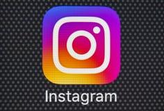 Ícone da aplicação de Instagram no close-up da tela do smartphone do iPhone 8 de Apple Ícone de Instagram app Instagram é uma red Fotografia de Stock Royalty Free