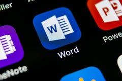Ícone da aplicação de Microsoft Word no close-up da tela do iPhone X de Apple Ícone da palavra do Microsoft Office Microsoft Offi Foto de Stock Royalty Free