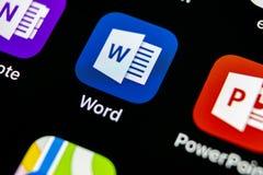 Ícone da aplicação de Microsoft Word no close-up da tela do iPhone X de Apple Ícone da palavra do Microsoft Office Microsoft Offi Fotos de Stock Royalty Free