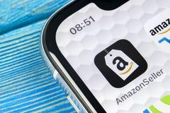 Ícone da aplicação do vendedor das Amazonas no close-up da tela do iPhone X de Apple Ícone de AmazonSeller app Aplicação do vende Imagem de Stock Royalty Free