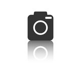 Ícone da câmera com efeito da reflexão no fundo branco Imagens de Stock Royalty Free