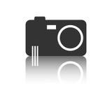 Ícone da câmera com efeito da reflexão no fundo branco Fotografia de Stock