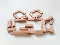 Ícone da câmera feito de tijolos de madeira brilhantes do jenga fotos de stock