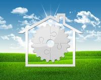 Ícone da casa com a engrenagem dos enigmas Fotos de Stock