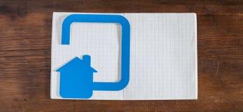 Ícone da casa feito fora do plástico Fotos de Stock Royalty Free