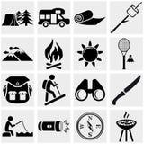 Ícone de acampamento do vetor ajustado no cinza Imagens de Stock Royalty Free