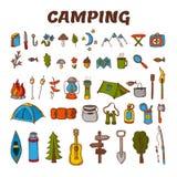 Ícone de acampamento tirado mão ajustado na cor Coleção do acampamento e ilustração do vetor