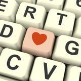 Ícone do coração na chave de computador cor-de-rosa que mostra o amor e romance para Val Fotos de Stock