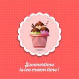 Ícone do gelado Três colheres do gelado com palhas do chocolate e da baunilha em um copo ilustração do vetor