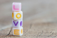 Ícone do símbolo do amor na madeira foto de stock