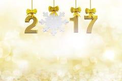 Ícone do texto e da neve do ouro 2017 que pendura na luz suave Foto de Stock Royalty Free