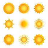 Ícone dourado do sol em um fundo branco Ilustração do vetor Imagens de Stock Royalty Free