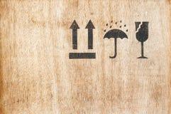 Ícone frágil da segurança na placa de madeira com espaço Imagens de Stock