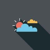 Ícone liso de Sun e de nuvem com sombra longa Imagens de Stock Royalty Free