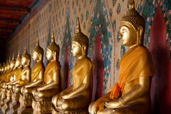 Ícone religioso das estátuas em Temple of Dawn Fotografia de Stock Royalty Free