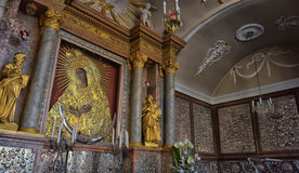 Ícone santamente da mãe do deus Ostrobramska em Vilnius, Lituânia foto de stock