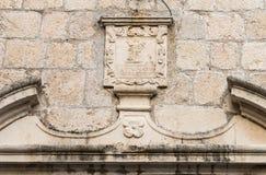 Ícone sobre a porta da igreja em Budva, Montenegro A imagem de Saint ortodoxo na fachada Imagem de Stock