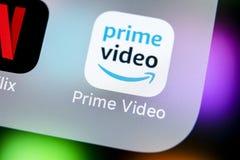 Ícone video principal da aplicação das Amazonas no close-up da tela do iPhone X de Apple Ícone de PrimeVideo app das Amazonas Apl Fotografia de Stock