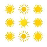 Ícones ajustados do sol amarelo no fundo branco Imagem de Stock Royalty Free