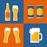 Ícones da cerveja ajustados no fundo Fotos de Stock