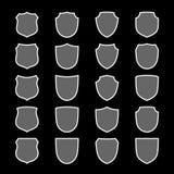 Ícones da forma do protetor ajustados Sinal cinzento da etiqueta, isolado no preto Símbolo da proteção, braços, honra do revestim ilustração royalty free