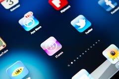 Ícones da maioria de aplicações populares no iPad de Apple Fotos de Stock Royalty Free