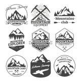 Ícones da paisagem de crachás das montanhas ou dos montes ilustração stock