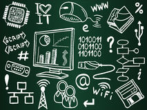 Ícones da tecnologia da informação na placa de escola Foto de Stock