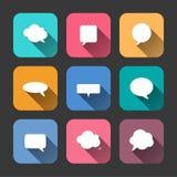 Ícones das bolhas do discurso ajustados no estilo liso Imagem de Stock