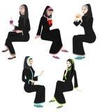 Ícones das mulheres de Khaliji em posições de assento ilustração do vetor