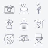 Ícones de acampamento do curso do esboço Fotografia de Stock
