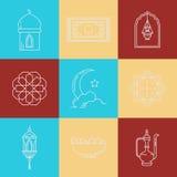 Ícones de Ramadan Kareem com lua, lanterna, mesquita nas nuvens Foto de Stock