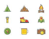 Ícones do acampamento do explorador da montanha do verão e do inverno no estilo liso Curso, caminhando, pictograma de escalada Pr ilustração stock