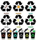 Ícones do balde do lixo com tipos diferentes das cores de lixo: Orgânico, plástico, metal, papel, vidro, lixo eletrônico foto de stock royalty free