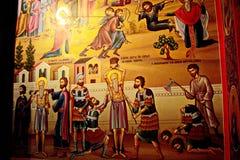 Ícones do monastério masculino grego nas rochas da imagem do St Meteori de cenas bíblicas das vidas de Saint e de pecadores Fotos de Stock