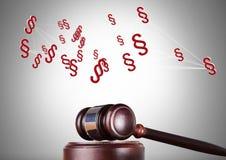 ícones do símbolo da seção 3D e martelo de justiça Fotografia de Stock Royalty Free
