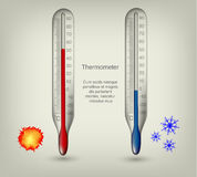 Ícones do termômetro com temperaturas quentes e frias Fotografia de Stock Royalty Free