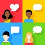 Ícones dos povos com as bolhas do discurso do diálogo ajustadas Foto de Stock Royalty Free