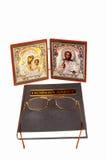 Ícones e livro ortodoxo Fotografia de Stock