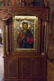 Ícones em um salário cinzelado de madeira no monastério de Troyan em Bulgária Foto de Stock Royalty Free