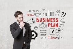 Ícones farpados pensativos do homem e do plano de negócios Fotografia de Stock Royalty Free