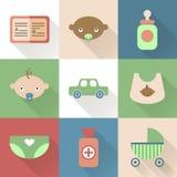 Ícones lisos coloridos do bebê com máscaras ilustração royalty free